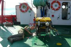 Operaciones de reparación del ROV en cubierta / Repairing the ROV on the deck ©ICM-CSIC